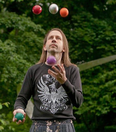 Allen Knutson juggling 5 balls